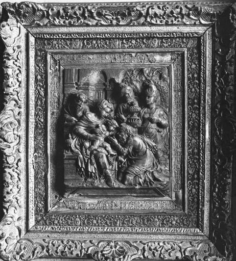 Bas-relief avec son cadre en bois sculpté : L'Adoration des mages, albâtre, 16e siècle