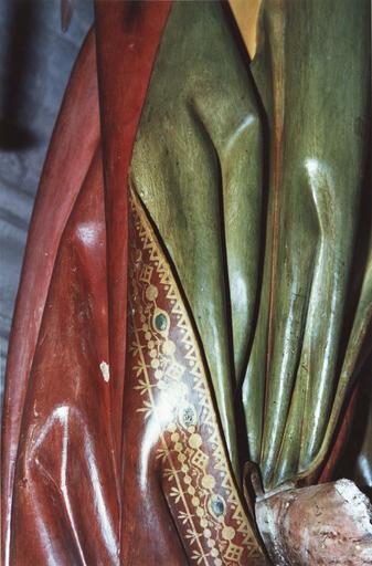 Groupe sculpté grandeur nature : La Mise au tombeau, marbre et pierre sculptée et peinte, 16e siècle, détail du vêtement de Joseph d'Arimathie