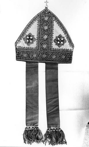 Mitre de Monseigneur de Dreux-Brézé, tissus, 19e siècle, vue de face