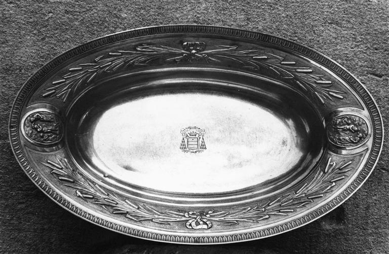 bassin d'aiguière en argent de la chapelle de Monseigneur de Pons, 19e siècle