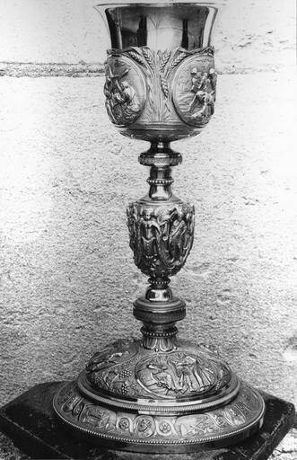 Calice en argent de Monseigneur de Pons, 19e siècle, décor sur le thème des épisodes de la Passion du Christ sur la vasque