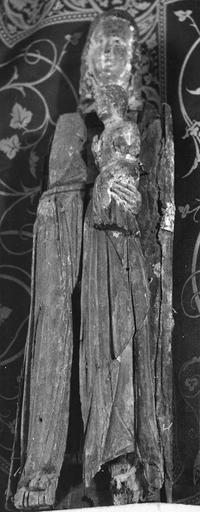 Statue : Vierge ouvrante trinitaire, bois, 14e siècle, présentée fermée