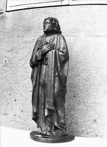 Statue : saint Jean en adoration, bois, fin 15e siècle, vue par la droite