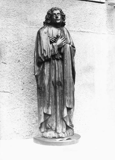 Statue : saint Jean en adoration, bois, fin 15e siècle, vue par la gauche