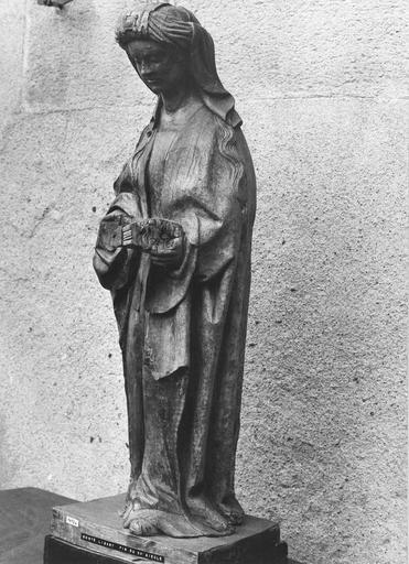 Statue : sainte lisant, bois, fin du 15e siècle, vue par la droite