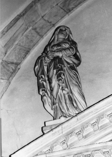 statue : La Vierge, pierre, par Thibault Poissant mort en 1668, vue de dessous