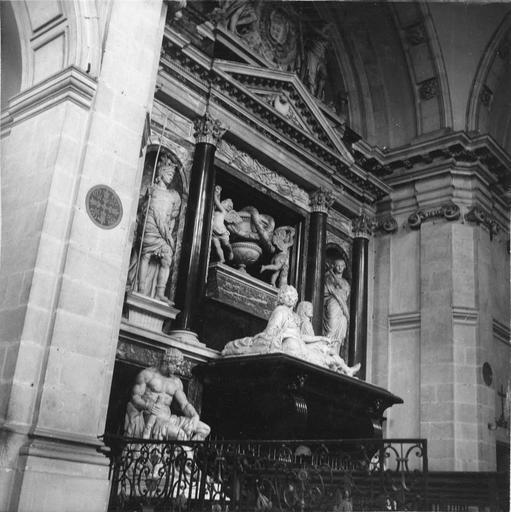 Tombeau d'Henri II, duc de Montmorency, mort en 1632, 17e siècle, par François Anguier mort en 1669, vue de l'ensemble par la gauche