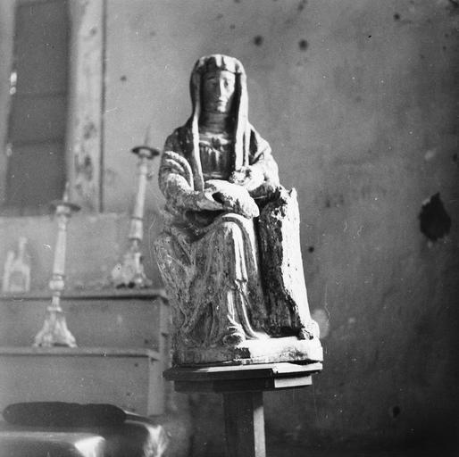 Groupe sculpté : sainte Anne et la Vierge, bois, 16e siècle, avant restauration