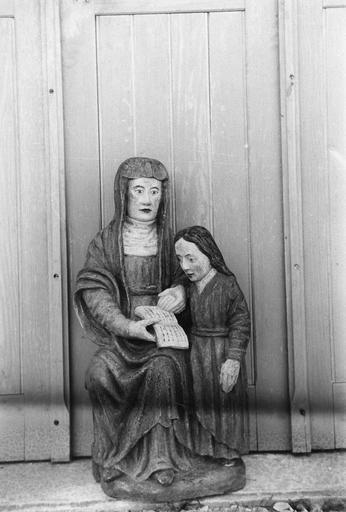 Groupe sculpté : Sainte Anne et la Vierge, bois, 16e siècle, après restauration