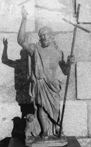 Statue : saint Jean-Baptiste en ermite tenant la croix et flanqué de l'agneau, bois ciré, 18e siècle