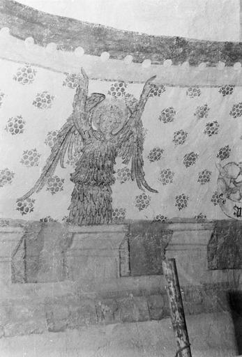 Peinture monumentale, fin 12e à fin 14e siècle, ange tenant la voute, côté Sud, après restauration