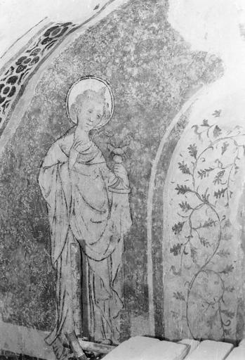 Peinture monumentale, fin 12e à fin 14e siècle, saint tenant un calice, côté Nord, après restauration