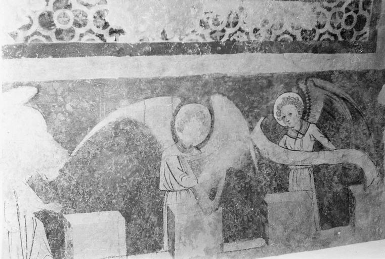 Peinture monumentale, fin 12e à fin 14e siècle, un ange tenant une harpe et un autre tenant un philactère, côté Nord, après restauration