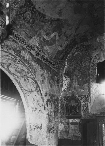 Peinture monumentale, fin 12e à fin 14e siècle, détail d'un angle de l'édifice