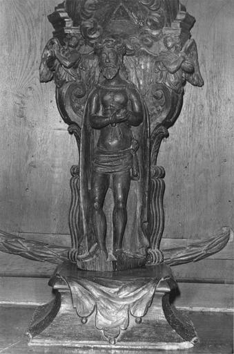 Statue, niche : Christ aux liens et sa niche, bois sculpté, vue de face