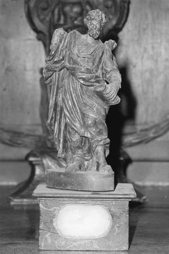 Statuette-reliquaire appartenant à un ensemble de quatre éléments, représentant un évangéliste, vue de face