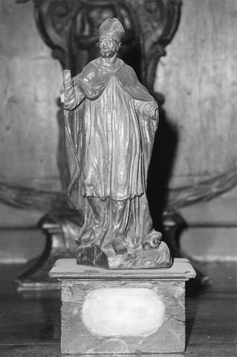 Statuette-reliquaire appartenant à une série de quatre éléments, représentant un évêque ou abbé, vue de face