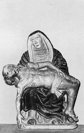 Groupe sculpté : Vierge de Pitié, pierre painte, 16e siècle, vue de face