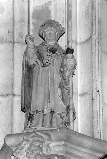 Statue d'évêque, pierre polychrome, vue de face