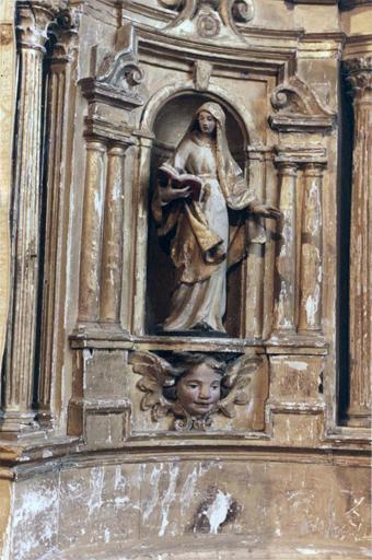 Tabernacle sur le maître-autel, contenant sept statues de saints personnages , bois peint et doré, 18e siècle, détail d'une statuette de sainte lisant