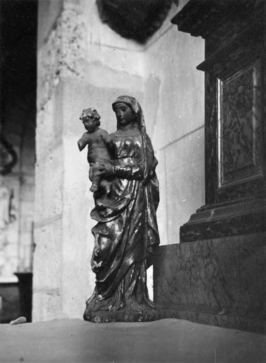 Statue : Vierge à l'Enfant, bois doré, 18e siècle, vue de face