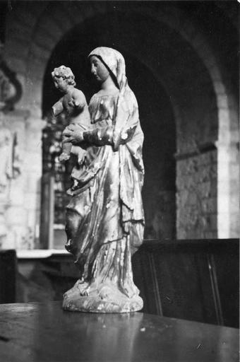 Statue : Vierge à l'Enfant, bois doré, 18e siècle, vue par la droite