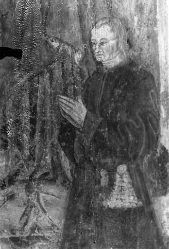Peinture monumentale, 15e siècle, sur les piliers de la nef, représentation d'un homme tenant une coupe, flanqué d'un personnage, peut-être un donateur, en prière, détail du buste du donateur