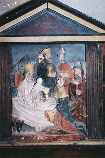 Bas-relief : L'Epiphanie, albâtre anglais polychrome, 14e siècle, détail des visages des personnages représentés
