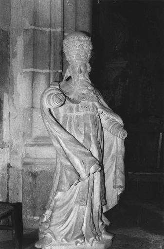 Statue : saint Léon, pierre calcaire, 18e siècle, vue de face