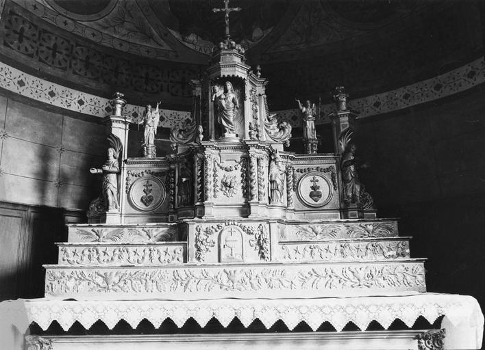 tabernacle du maître-autel, bois doré, seconde moitié du 17e siècle, vu de face