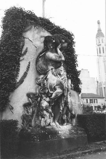 Statue : La déesse des eaux, pierre calcaire, par Albert Carrier-Belleuse (1824-1887), vers 1867 vue par la gauche