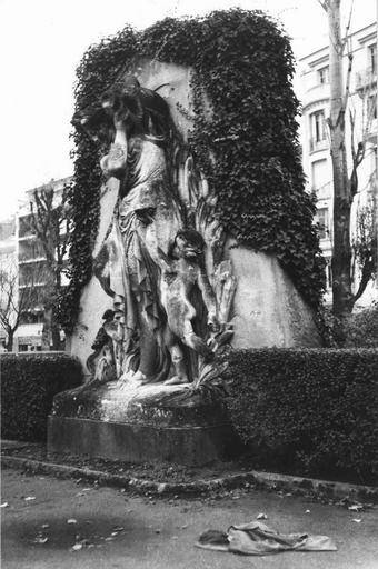 Statue : La déesse des eaux, pierre calcaire, par Albert Carrier-Belleuse (1824-1887), vers 1867, vue par la droite