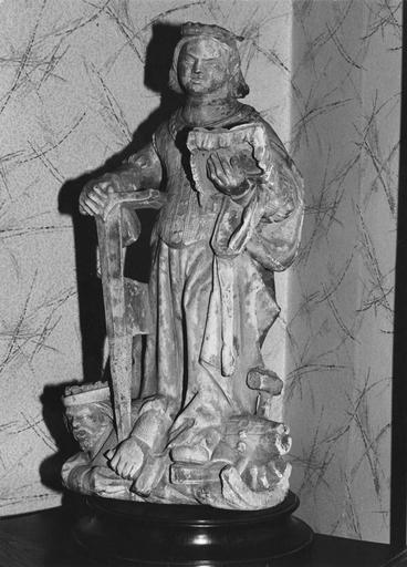 Statue : sainte Catherine, pierre avec traces de polychromie, 15e siècle, vue par la droite