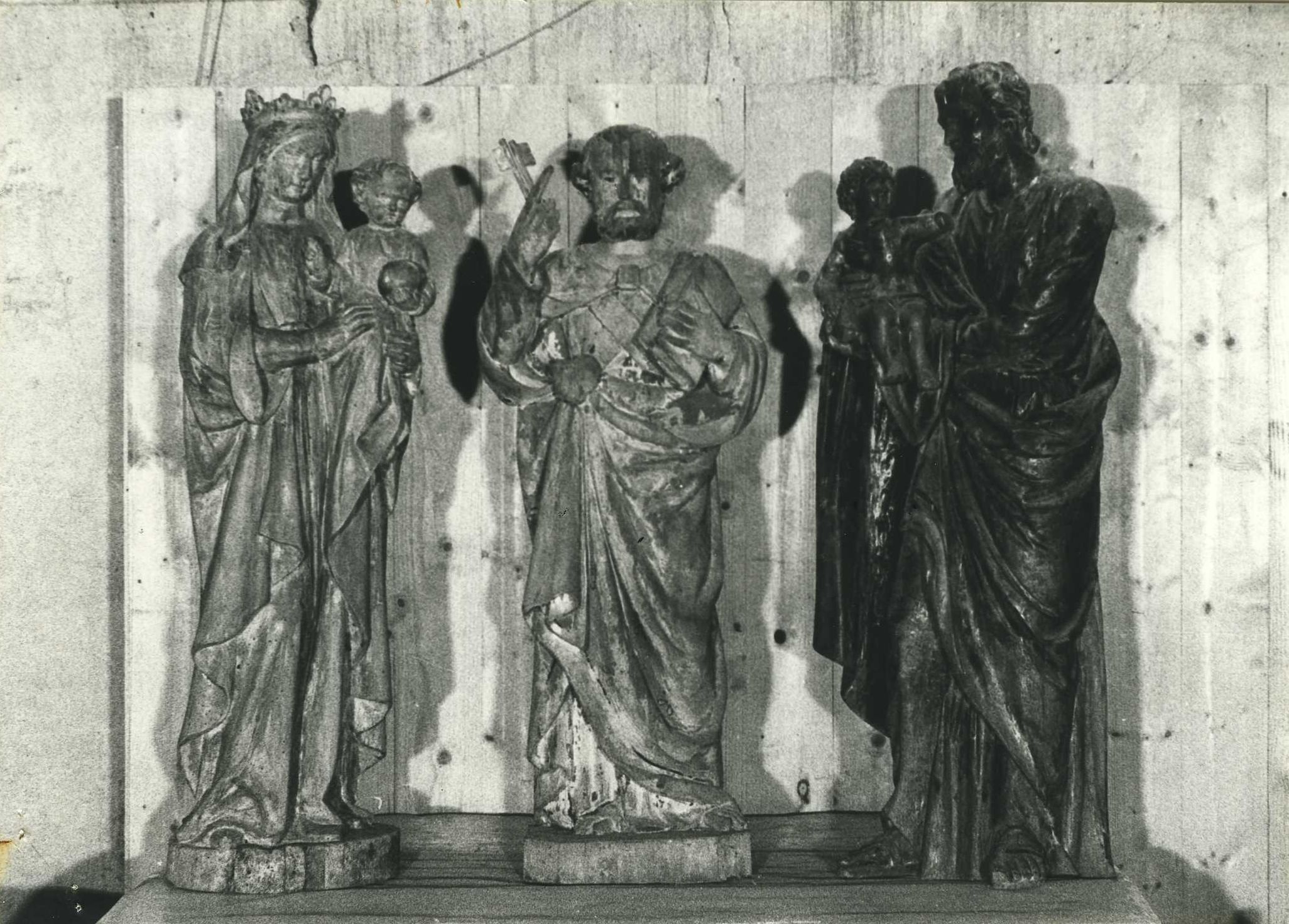 Trois statues (statuettes) : Vierge à l'Enfant, Saint Pierre et Saint Christophe