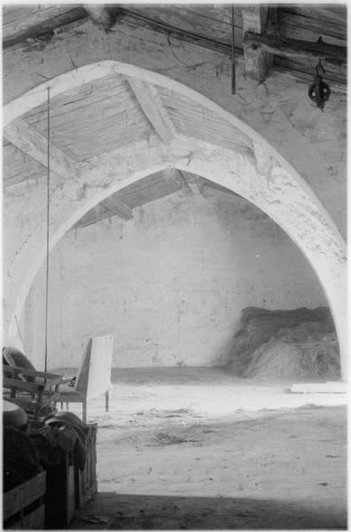 Intérieur : la nef et les voûtes en bois