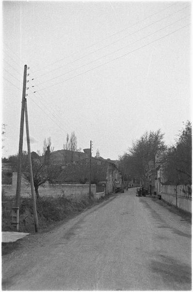 Une rue dans le vieux village