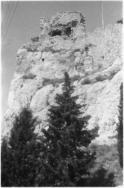 Ruines de la tour en haut du Rocher
