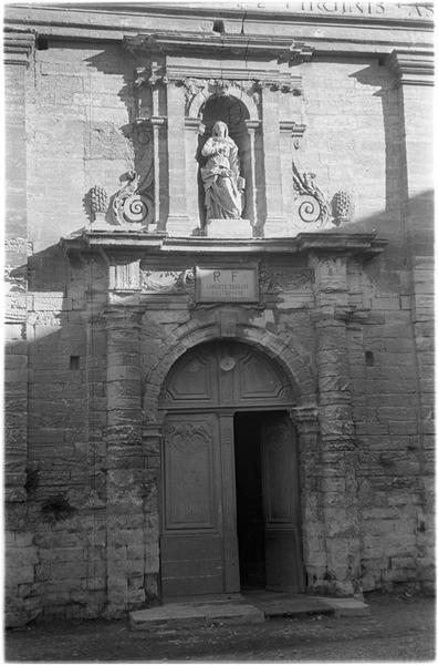 Portail ouest, statue dans une niche