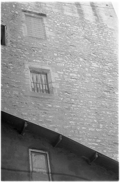 Façade nord, fenêtre murée