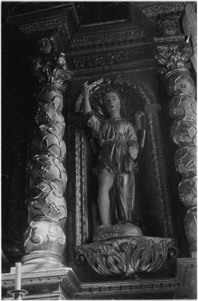 Intérieur : détail du retable, statue