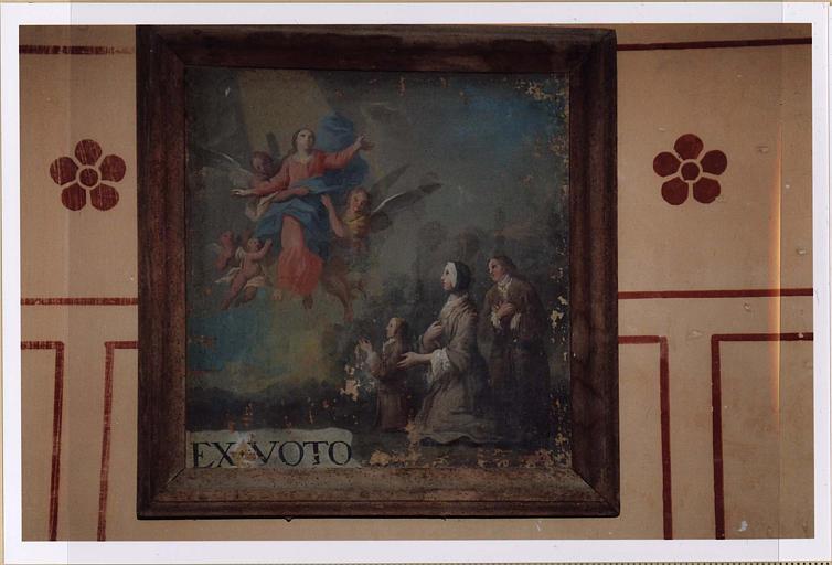 Ex-voto : famille agenouillée devant la Vierge emportée au ciel par des anges