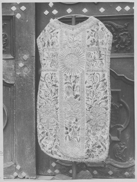 2 chasubles