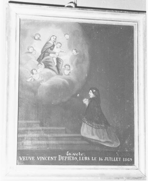 Ex-voto: Veuve Vincent  Depieds, Lurs le 16 juillet 1869: femme en prière devant la Vierge à l'Enfant