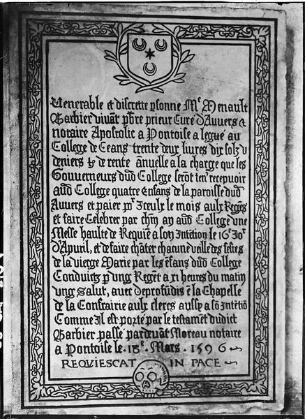 Plaque commémorative de fondations faites par Renault Barbier, curé d'Auvers, en faveur du collège et de la confrérie aux clercs de Pontoise