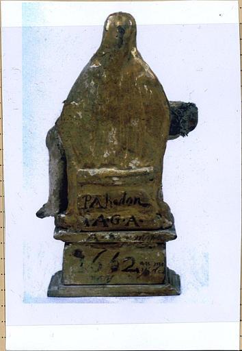 statuette : Pieta, revers avec inscription