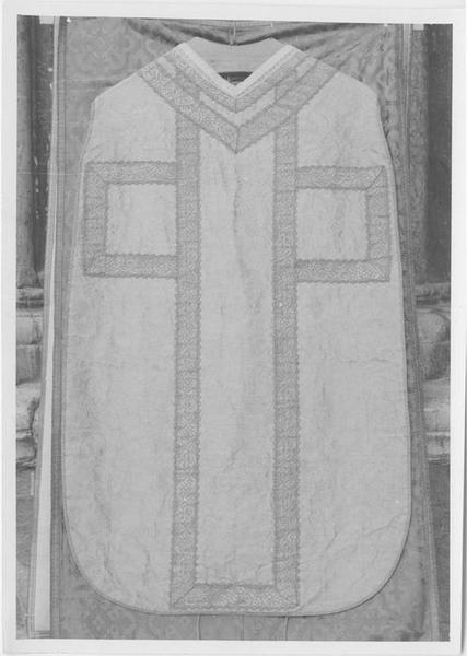 Chasuble, 5 chapes, 4 dalmatiques, 2 étoles, 2 manipules, bourse de corporal et voile de calice de Pierre Guérin de Tencin, archevêque d'Embrun