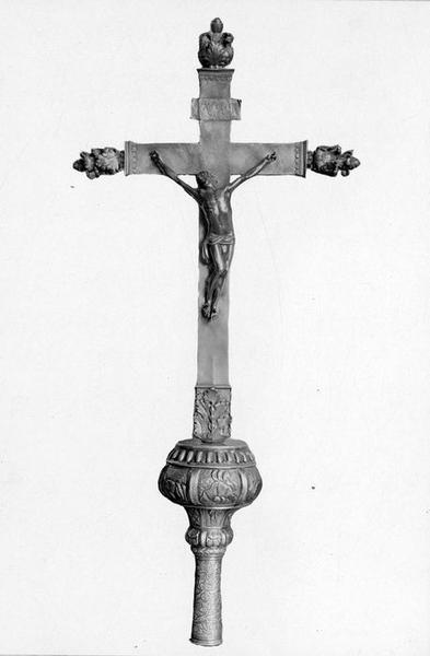 Croix et hampe de procession de Charles Brûlart de Genlis, archevêque d'Embrun
