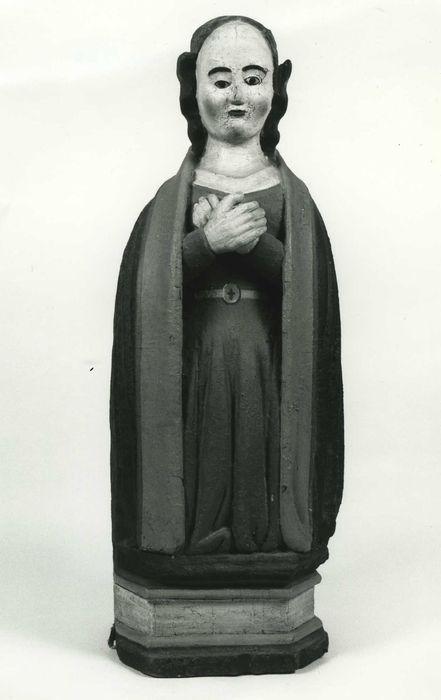 Statue (demi-nature) : Vierge agenouillée