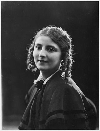 Portrait d'Hélène Darly