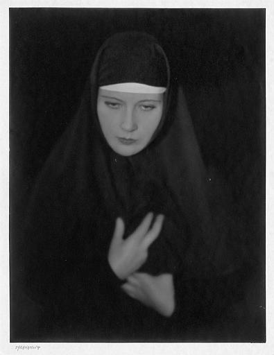 Portrait d'Édith Jéhanne dans le rôle de Soeur Dosithée dans 'Tarakanova' de Raymond Bernard